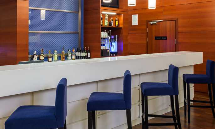 Hampton by Hilton Warsaw Airport, Polonia - Il bar
